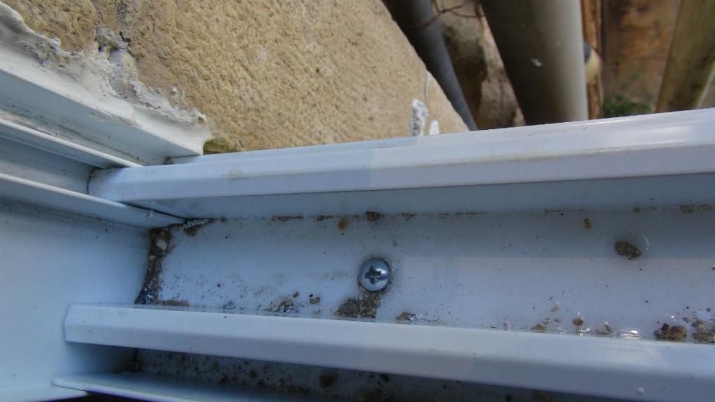 דוגמא לתקלה בהתקנה בבית – בורג מחדיר מים