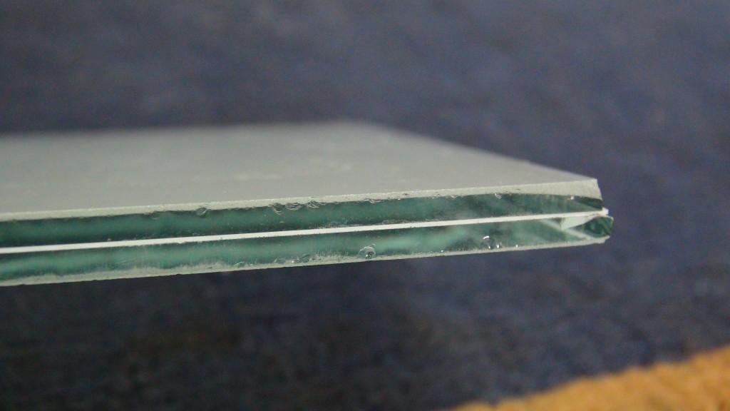 זכוכית בטחון 3+3 מילימטר עם יריעת פי וי בי בעובי 0.38 מילימטר בגוון מט